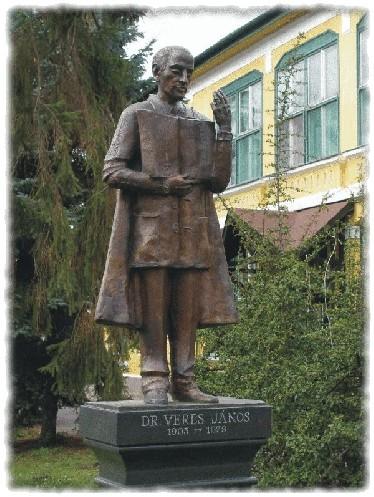 Dr.Veres János szobra VeresJános.jpg (600 x 797) 170395 byte (166.40 KiB)